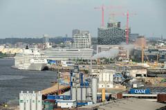 Bilder aus dem Hamburger Stadtteil Hafencity. Blick auf Gewerbeanlagen am Kirchenpauerkai und das Kreuzfahrtterminal Hafencity (2011)