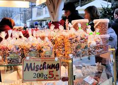 Weihnachtsmarkt in Hamburg, gebrannte Mandeln und Nüsse.