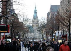 Weihnachtsbummel / Einkaufsbummel auf der Mönckebergstraße in der Hamburger Innenstadt.