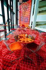 Snackbar der Spiegel-Kantine im Verlagsgebäude in der Hafencity - Entwurf 1969 vom dänischen Innenarchitekten und Designer Verner Panton. Die Speiseräume der unter Denkmalschutz stehenden Kantine sind im Hamburger Museum für Kunst und Gewerbe ausges