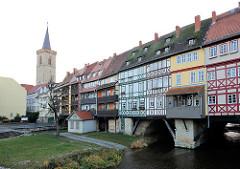 Krämerbrücke über die Gera in Erfurt - die Krämerbrück ist das älteste profane Bauwerk der  Stadt. Sie wurde 1325 als Steinbrücke über die Gera gebaut und zuerst mit Verkaufsbuden und dann mit Wohgebäuden bebaut.