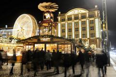 Der Dresdner Striezelmarkt ist einer der ältesten Weihnachtsmärkt Deutschland - er wird seit 1434 regelmässig auf dem Altmarkt in Dresden abgehalten.