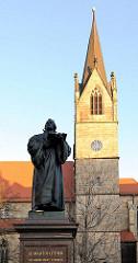 Kirchturm der Kaufmannskirche in Erfurt - Denkmal von Martin Luther, der von 1501 - 1511 in Erfurt lebte und studierte.