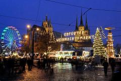Erfurter Weihnachtsmarkt - Blaue Stunde; Weihnachtsrad / Riesenrad - Weihnachtstanne. Erfurter Dom und Severikirche.