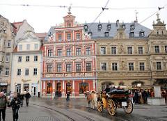 Historische Architektur Erfurt / Fischmarkt, Haus zum breiten Herd und Gildehaus - Stadtrundfahrt mit Pferdekutsche.