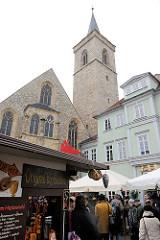 Kirchturm der 1324 entstandenen gotischen Ägidienkirche am Erfurter Wenigermarkt.