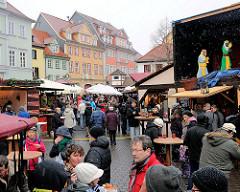 Weihnachtsbuden und historische Architektur  am Wenigermarkt in Erfurt.