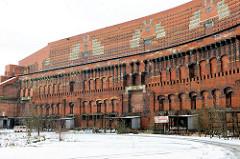 Innenansicht der Kongresshalle des ehem. Reichsparteitagsgeländes in Nürnberg / Bayern - Ziegelsteinfassade.