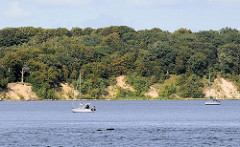 Mit Bäumen bewachsene Insel Vilm vor Lauterbach / Rügen - die Insel gehört zum Biosphärenreservat Südost Rügen.
