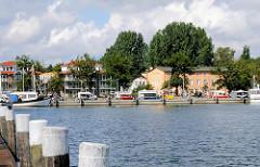 Blick über das Hafenbecken von Lauterbach / Rügen zur Hafenmole.