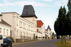 Klassizistische Gebäude - Circus Putbus, Rügen - restaurierte Architektur.