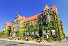 Fassade des Nationalmuseums Breslau im Stil der Neorenaissance, vormals Königliches Regierungsgebäude.