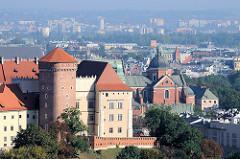 Blick auf den Wawel -  Burganlage - Residenzschloss - Kathedrale St. Stanislaus und Wenzel in Krakau / Kraków.