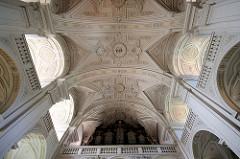 Deckenstuck in der Stadtpfarrkiche St. Paul - 1050 dem hl. Paulus geweiht - nach Zerstörung jetziger Bau 1678 fertig gestellt.