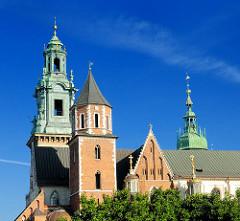 Türme der Kathedrale St. Stanislaus und Wenzel in Krakau / Kraków - Polen.