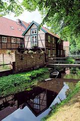 Historischer Graben - Stadtgraben mit Brücke - Lindenallee am Kanalufer, Fachwerkhäuser.