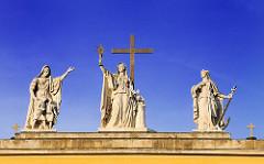 Figuren - Skulpturen - Kathedrale, Baslilika von Eger ist die Bischofskirche des römisch-katholischen Erzbistums Eger. Die klassizistische Kuppel-Basilika mit dem Patrozinium des Evangelisten Johannes und des Erzengels Michael wurde 1831–1837 nach Pl