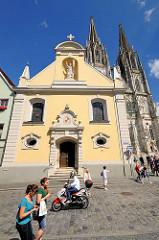 Stiftskirche St. Johannes am Domplatz in Regensburg -  gegründet 1127, Kirchenbau vo 1766.