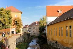 Häuser am Lauf der Eger - historische Architektur.