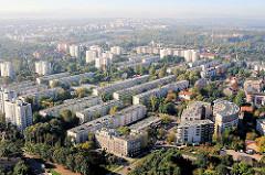 Neubauviertel in Krakau / Kraków - Hochhäuser, Plattenbauten am Weichselufer.