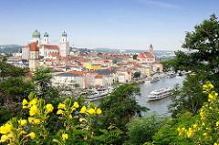 Blick vom St. Georgsberg auf die Altstadt von Passau an der Donau.