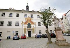 Ehemaliges bürgerliches Waisenhaus in Passau - erbaut 1762, Baumeister Johann Michael Schneitmann.