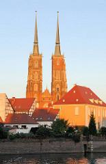 Der Breslauer Dom, die Kathedrale St. Johannes des Täufers (poln. Archikatedra św. Jana Chrzciciela), wurde in den Jahren von 1244 bis 1341 im Stil der Gotik errichtet. Seine Türme sind mit knapp 98 Metern die höchsten Kirchtürme der polnischen Wroc