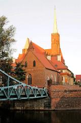 Die gotische Doppelkirche Heiligkreuz (Kosciol Sw. Krzyza) hat zwei Ebenen. Unten befindet sich die dreischiffige Basilika St.Bartholomei (Kosciol Sw. Bartlomieja), oben die Hallenkirche Heiligkreuz.