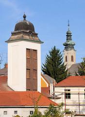 Dächer und Türme von Eger - re. der Kirchturm der Griechisch-Orthodoxe (Serbische) Kirche Hl. Nikolaus.