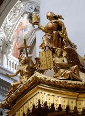 Vergoldete  Figuren - Kanzel Passauer St. Stephandom.