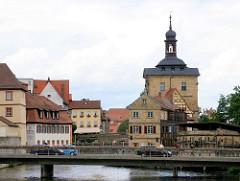 Blick auf die Regnitz in Bamberg - Altes Rathaus und Wohngebäude.