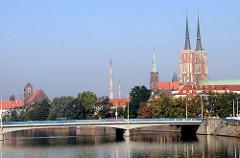Blick über die Oder in Wroclaw, Breslau zur Sandinsel - Dominsel der polnischen Stadt.