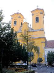Franziskanerkirche in Eger / Ungarn. Der Grundstein der Kirche im Barockstil wurde 1736 gelegt.