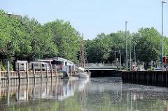 Hafen von Elmshorn an der Krückau - der Ewer GLORIA liegt am Anleger.
