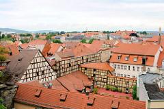 Fachwerkhäuser und Ziegeldächer von Bamberg.