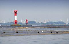 Leuchtfeuer Elbinsel Pagensand - Mündung der Krückau in die Elbe. Im Hintergrund Windräder bei Kolmar.