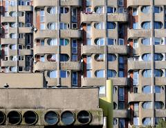 Ausschnitt - Fassade mit Balkons; Hochhäuser der Siedlung Grunwaldplatz / plac Grunwaldzi; erbaut von 1967 - 1975 - Architekten Jadwiga Grabowska-Hawrylak,  Zdzisław Kowalski, Włodzimierz Wasilewski.