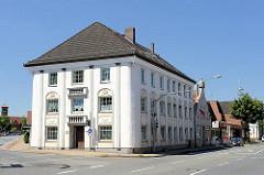 Ehem. Katasteramt - 1859 als Wohn- und Geschäftshaus erbaut; bis 1978 befand sich das Katasteramt Bremervörde in dem Gebäude.