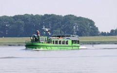 Ausflugsschiff Tiedenkieker bei der Insel Pagensand - das Fahrgastschiff hat beladen nur einen Tiefgang von 50cm.