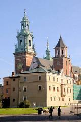 Türme der Kathedrale St. Stanislaus und Wenzel  - Bischofskirche des Erzbistums Krakau / Kraków..
