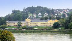 Historische Architektur - Blick über die Donau.