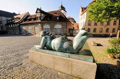 Bronzeskulptur Dicke Frau - Liegende Frau mit Frucht Heumarkt Bamberg; Bildhauer Fernando Botero, 1996