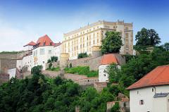 Veste Oberhaus auf dem St. Georgs Berg - gegründet 1219, Burg und Residenz des fürstlichen Bischofs vom Hochstift Passau. Ein Wehrgang führt zur Veste Niederhaus.