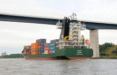 Der Containerfeeder IDUNA mit Heimathafen Limassol unter der Autobahnbrücke der A 23 über den Nordostseekanal.