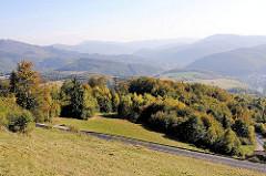 0307Berglandschaft und Wälder auf den Weg Richtung Eger / Ungarn.