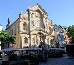 Fassade Kirche St. Martin am Grünen Markt in Bamberg - Marktstände.