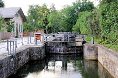 Historische Schleuse in Bamberg des Ludwig Donau Main Kanals - geschlossene Fluttore.