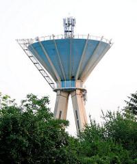 Becken des Wasserturm in Mosonmagyaróvár - Mobilfunkanlagen; Mobilfunkturm.