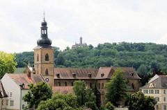 St. Jakobkirche in Bamberg - im Hintergrund die Altenburg.