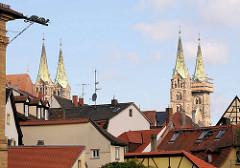 Dächer von Bamberg - vier Türme des Bamberger Doms St. Peter und St. Georg.